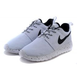 NIKE ROSHE RUN BLANCAS NEGRAS MODEL 2