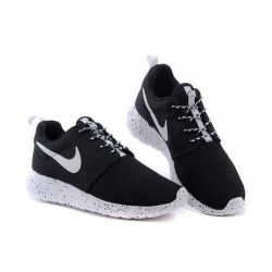 NIKE ROSHE RUN BLANCAS NEGRAS MODEL 3