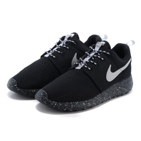 NIKE ROSHE RUN BLANCAS NEGRAS MODEL 4
