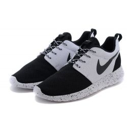 NIKE ROSHE RUN BLANCAS NEGRAS MODEL 7