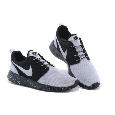 NIKE ROSHE RUN BLANCAS NEGRAS MODEL 10